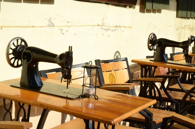 A restaurant with old Singer sewing machines as tables